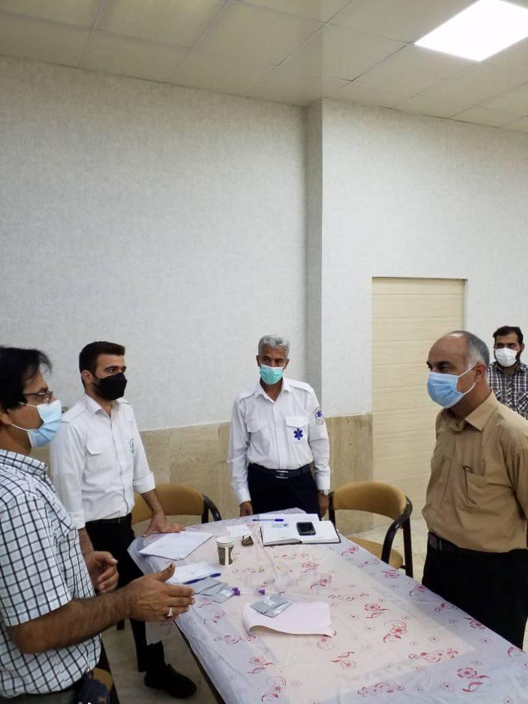 بازدید مدیرعامل شرکت کشت و صنعت دعبل خزاعی از مرکز واکسیناسیون این شرکت